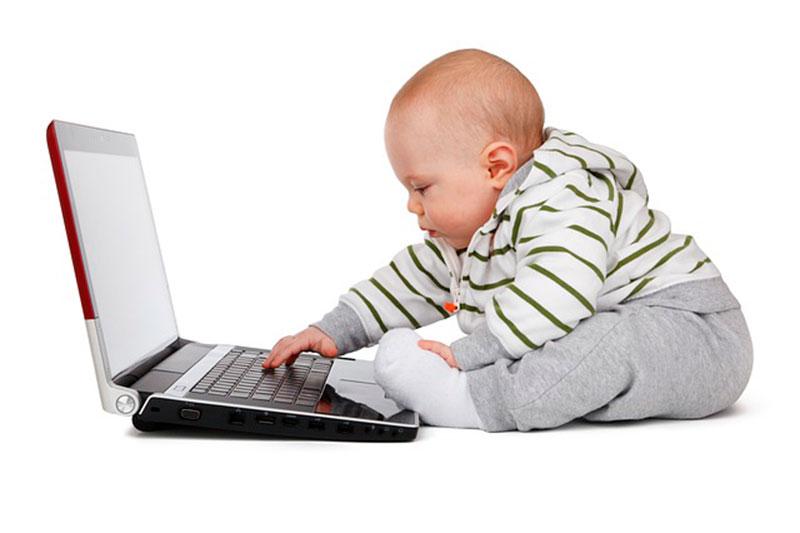 Consejos para iniciar a tus hijos en el uso del ordenador: moderación y cierto control