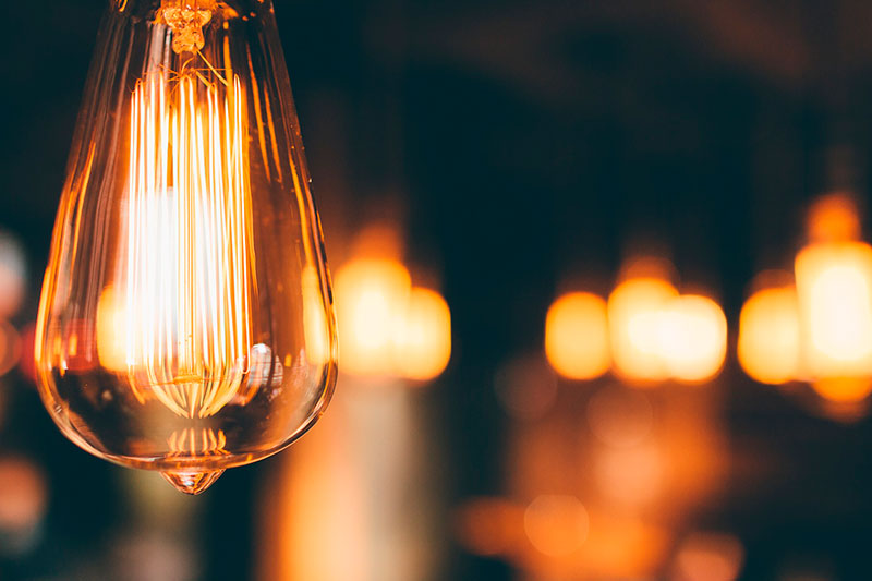 ¿Conoces las compañías con las que ahorrar en tu factura de la luz?
