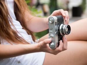 ¿Por qué es necesario contratar un seguro para tu cámara fotográfica este verano?