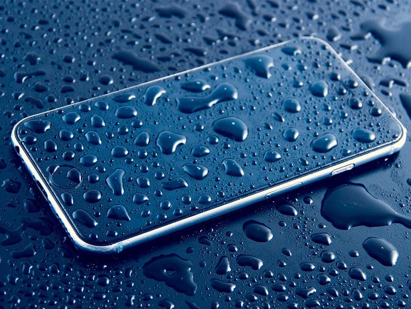 ¡Cuidado con el agua! Consejos para secar tu teléfono móvil