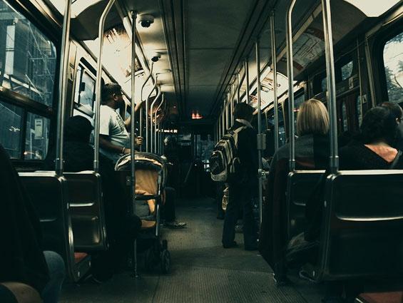 ¿Qué derechos tienes al viajar en autobús?