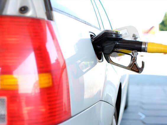 Métodos eficaces para ahorrar gasolina este verano
