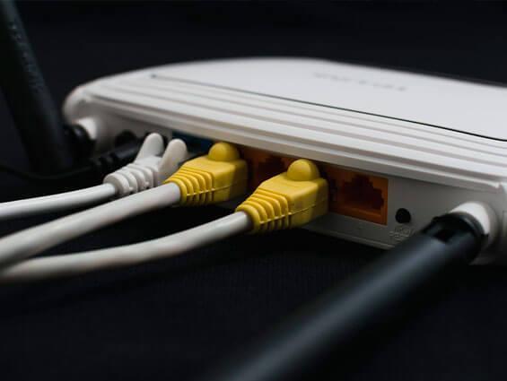 ¿Hay más líneas en España de fibra óptica o de ADSL?