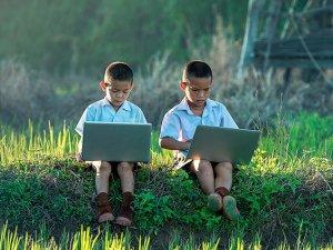 Una buena educación digital ayudará a los niños a evitar los peligros de la red.