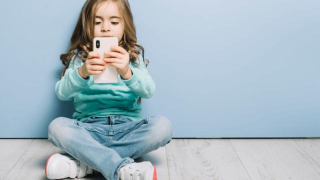 https://www.mistercomparador.com/noticias/wp-content/uploads/2019/11/moviles-para-niños-640x360.png